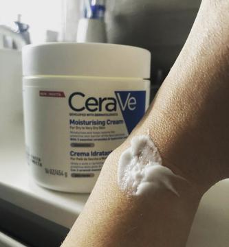 Foto de CeraVE Crema Hidratante Para Piel Seca