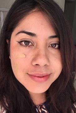 Foto de Teia Maquillaje Piel Grasa Mixta Tono Medio