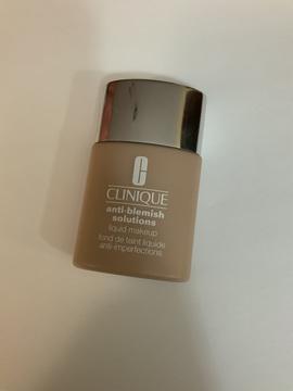 Foto de Clinique Anti-Blemish Solutions Liquid Makeup