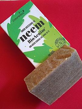 Extraherbos - Jabón Artesanal de Neem con Aceite de Árbol del Té