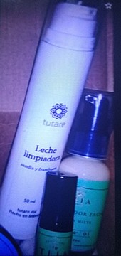 Foto de Tutare Leche Limpiadora Sandía y Frambuesa