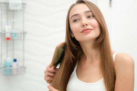 5 consejos sencillos para tener un cabello sano, fuerte y con brillo que necesitas incluir en tu rutina de belleza.