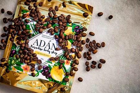 Adán: Exfoliantes a base de café con conciencia sustentable