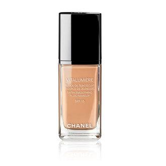 Chanel - VITALUMIÈRE Base de maquillaje fluida satinada