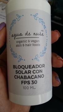 Foto de Agua de Nube Bloqueador Solar con Chabacano FPS 30